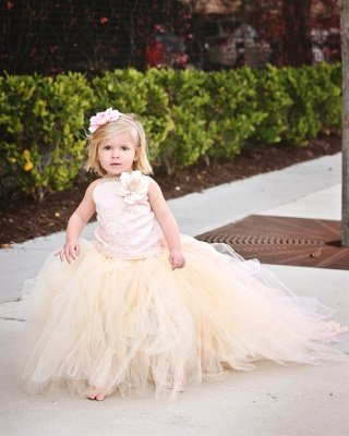Lovely Sleeveless Tulle Flower Girl Dress With Long Train And Flowers_5