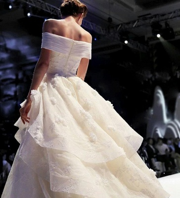 Princess Off-the-Shoulder Floor-Length Ruffles Glamorous Lace Wedding Dress_3