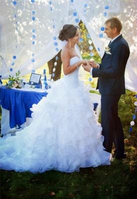Sleeveless White Ruffles Sweep Train Sweetheart Modern Wedding Dress_2