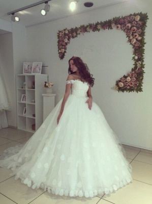 Modern Off-the-shoulder White Appliques Lace-up Lace Ball-Gown Wedding Dress_3