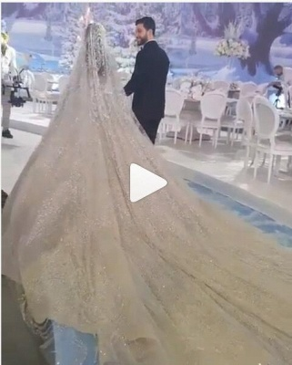 Round Neck Ball Gown Crystal Wedding Dresses with Long Sleeves_2