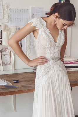 Glamorous A-Line Lace Wedding Dresses V-Neck Cap Sleeves Appliques Bridal Gowns_4