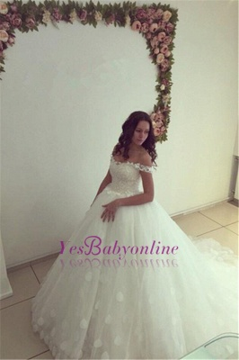 Modern Off-the-shoulder White Appliques Lace-up Lace Ball-Gown Wedding Dress_1