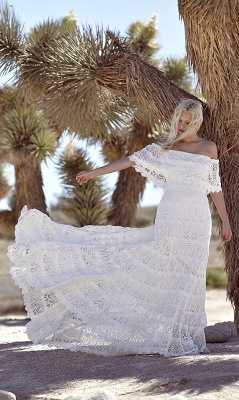 Off-the-shoulder Glamorous Lace White A-line Sweep Train Wedding Dress_4