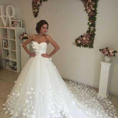 Glamorous 3D-Floral Lace Appliques Wedding Dresses   Sweetheart Neck Chapel Train Bridal Gowns_5