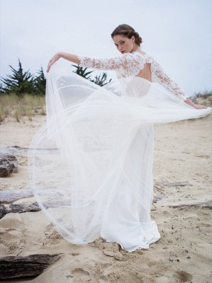 A-line Modern 3/4-Length-Sleeves Lace V-neck Simple Wedding Dress_3